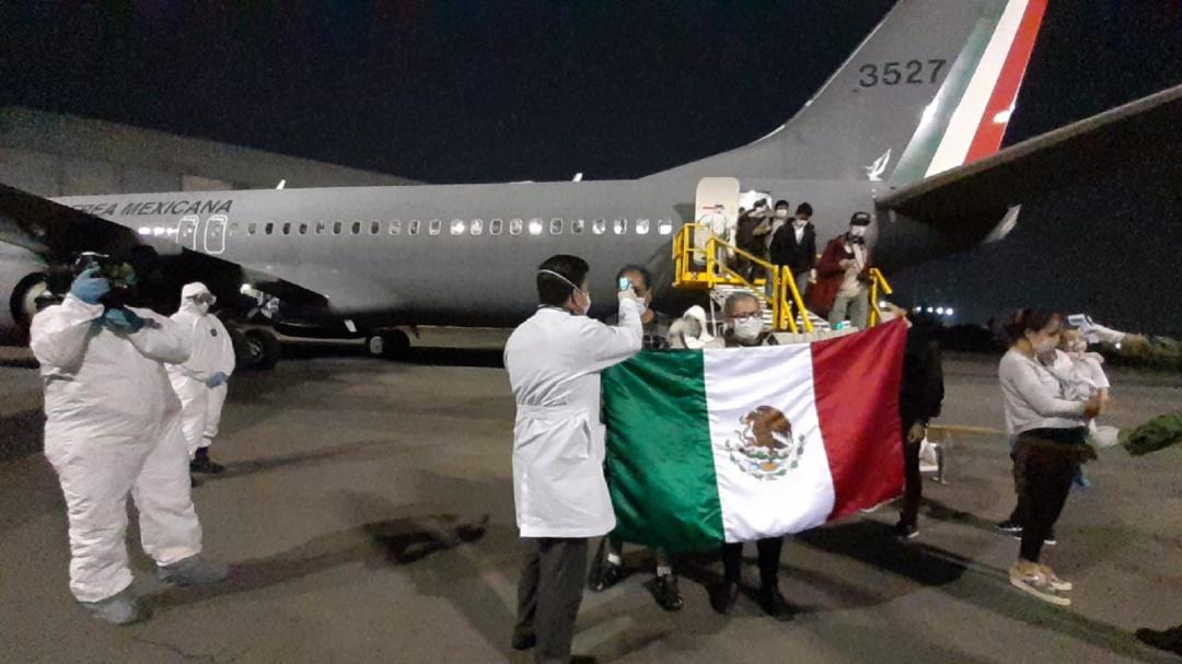 Arriban 280 mexicanos desde Argentina