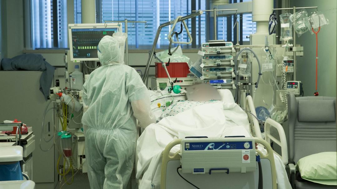 Mujer de 90 años con coronavirus pide dar su ventilador a paciente joven