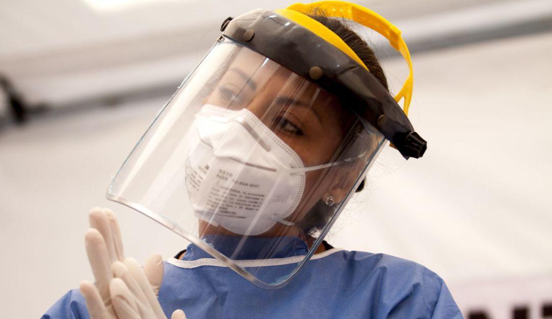 Proponen dar sobresueldo por riesgo de contagios a médicos y enfermeras