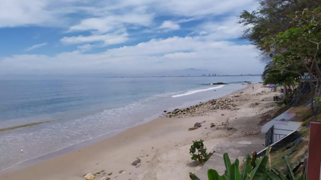 Alfaro sobrevuela playas de Jalisco