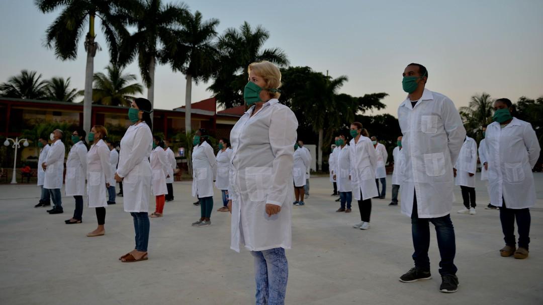 Llegan a México médicos cubanos para combatir emergencia por coronavirus
