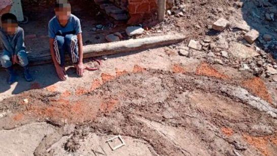 Niño conmueve a las redes con su tarea de arte hecha con lodo