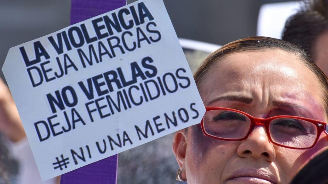 Diputadas se unen a activistas que piden a AMLO frenar violencia feminicida