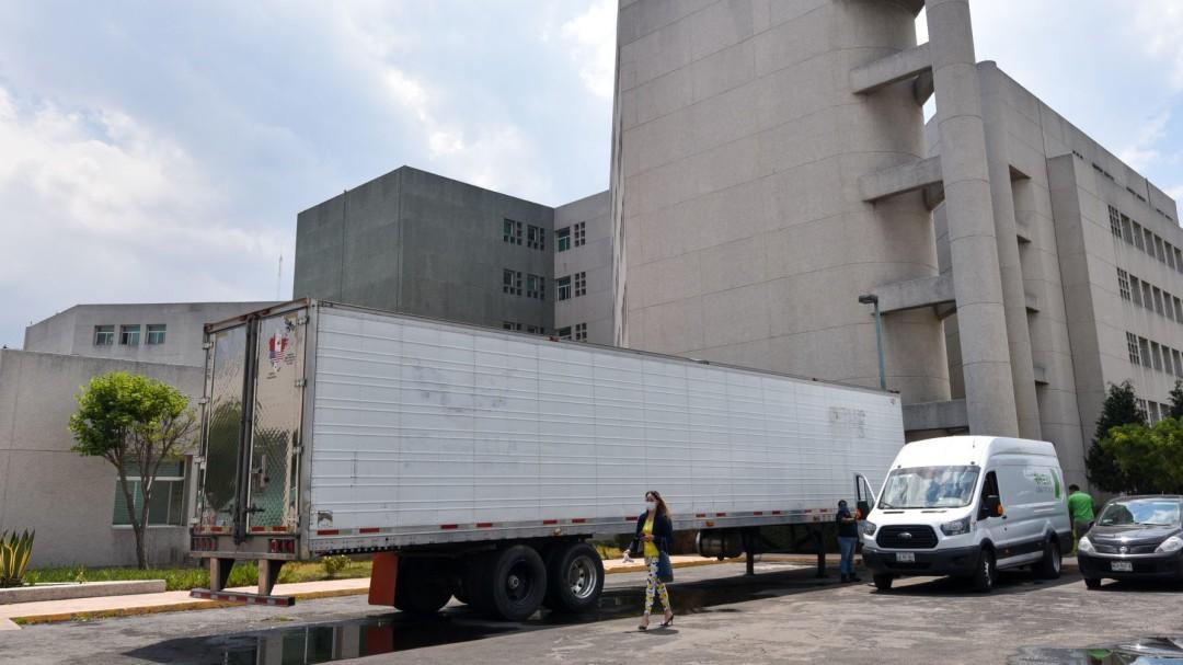Usarán 16 tráileres refrigerantes para cuerpos de muertos por COVID-19