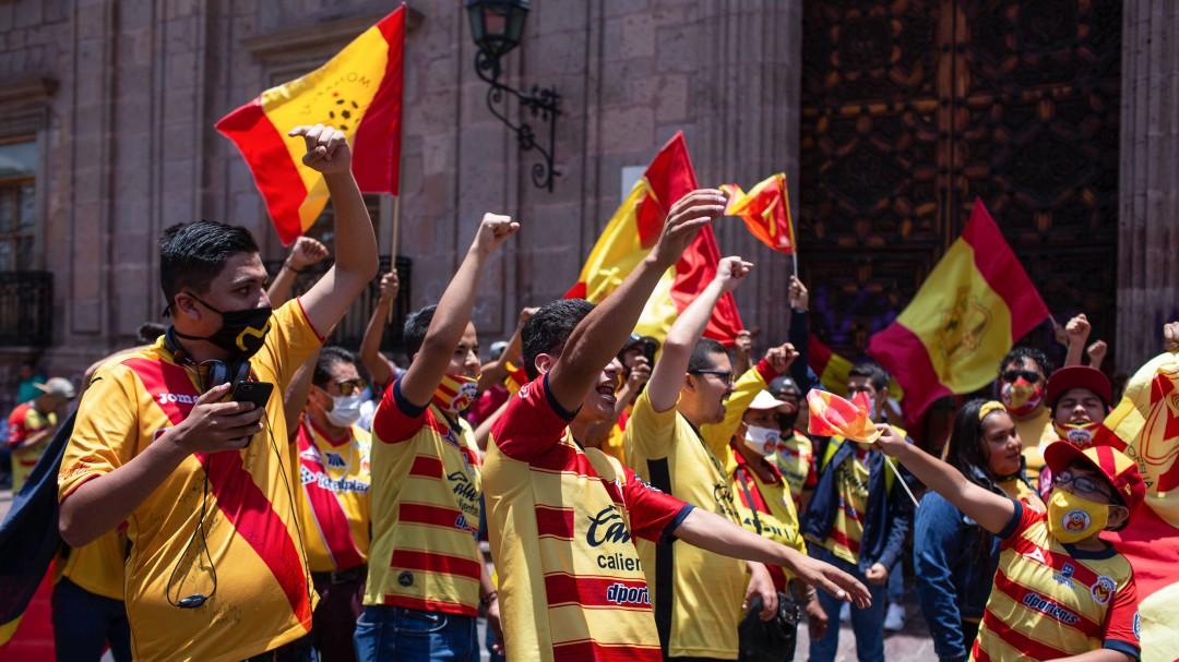 Afición en Morelia se manifestó por la posible mudanza de Monarcas