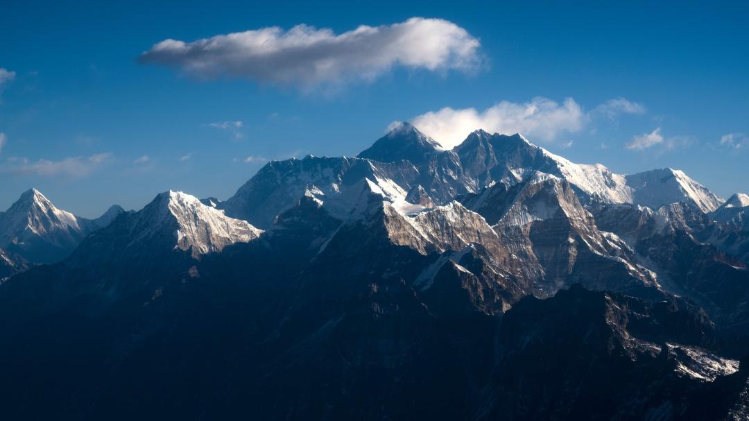 Toman fotografía histórica del Monte Everest a cientos de kilómetros
