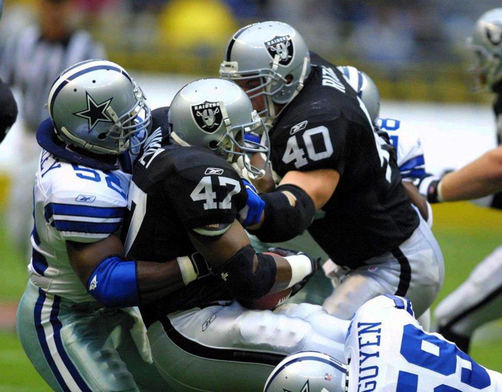 Los Vaqueros de Dallas derrotaron 21-6 a los Raiders de Oakland en 2001 en el Coloso de Santa Úrsula