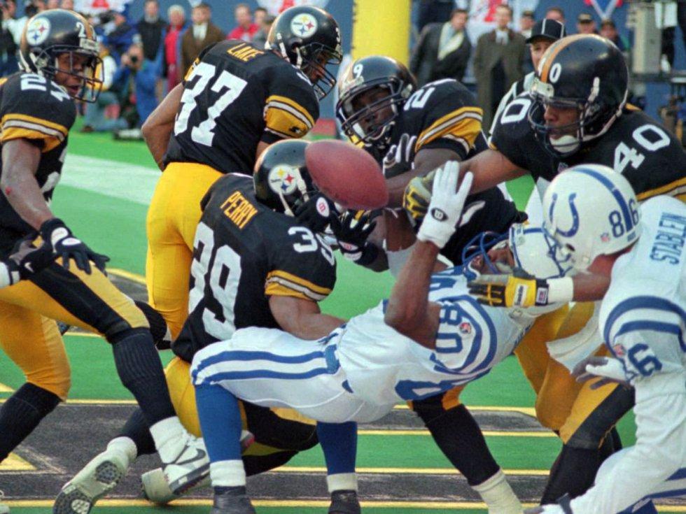 Indianápolis venció 24-23 a Pittsburgh en el Estadio Azteca en 2000