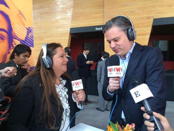 La reportera Verónica Méndez en entrevista con Aurelio Nuño