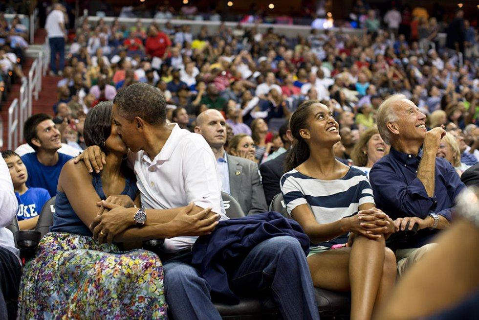 """Dando un beso a Michelle para la """"Kiss Cam"""""""