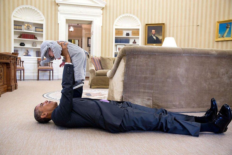 Obama y Ella Rhodes, hija de Ben Rhodes, asesor adjunto de seguridad nacional