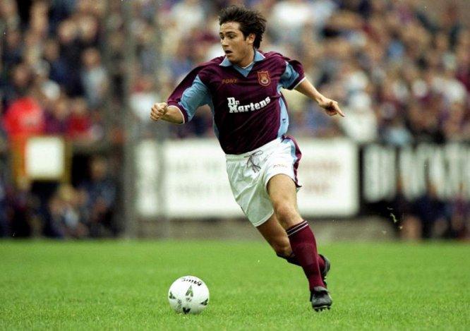 """El mediocampista inglés debutó en el West Ham United en 1995. En los """"Hammers"""" permaneció hasta 2001"""