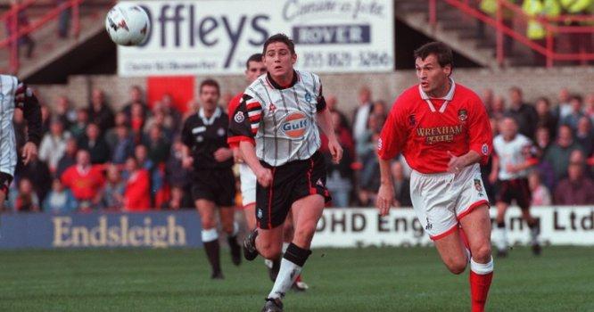 La temporada 1995-96, Frankie jugó en el Swansea City