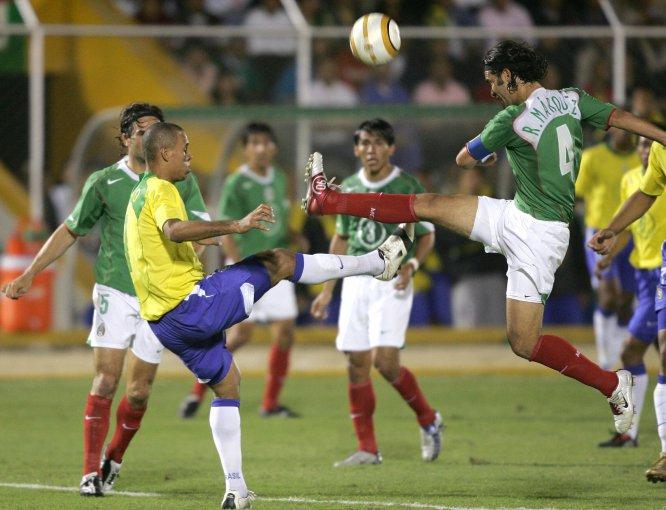 En la Copa América de Perú 2004, el nacido en Zamora, Michoacán también fue capitán del Tricolor, que fue eliminado en cuartos de final por Brasil tras un escandaloso 4-0