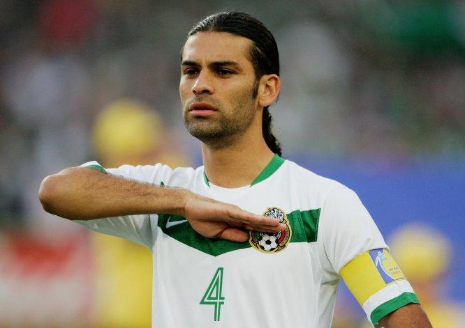 En Alemania 2006, el entonces defensor del Barcelona también fungió como capitán de la Selección Mexicana. La imagen corresponde al juego ante Angola, que terminó sin anotaciones