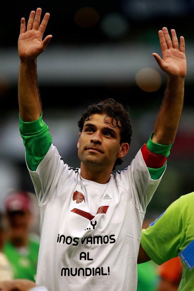 Márquez celebra la clasificación de México al Mundial de Sudáfrica 2010, esto luego de que el Tri goleara 4-1 a El Salvador en el Estadio Azteca en octubre de 2009