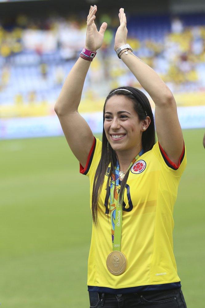La ciclista colombiana de BMX Mariana Pajón es bicampeona olímpica y 18 veces campeona mundial