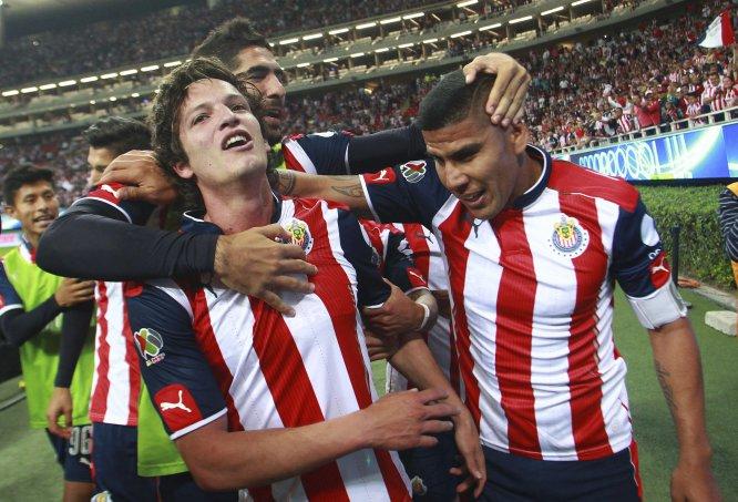 Las Chivas regresaron a la señal de TDN y lo hicieron con éxito, pues vencieron de manera agónica y fortuita 3-2 al Puebla en actividad de la Fecha 13 del Clausura 2017