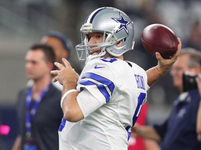 Tony Romo, ex quarterback de los Vaqueros de Dallas, se convertirá en jugador de basquetbol por un día. El originario de San Diego jugará con los Mavericks de Dallas de la NBA en el último partido de temporada regular del equipo.