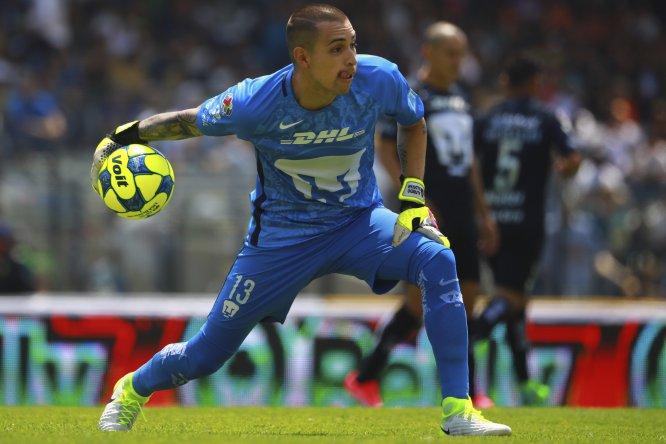 El portero de Pumas, Alfredo Saldívar, cometió una pifia que permitió que el Toluca derrotara al equipo universitario en partido correspondiente a la Fecha 13 de la Liga MX. Algo similar o peor le pasó a Christian Campestrini, arquero del Puebla, ante las Chivas.