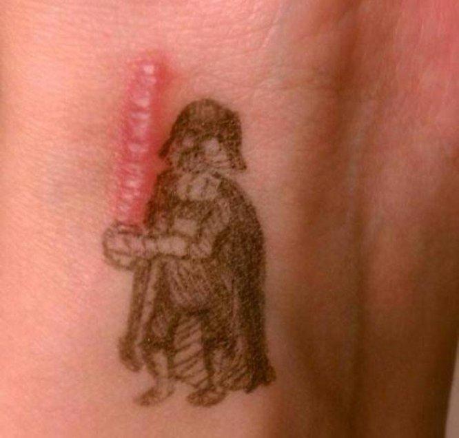 Convierten sus cicatrices en hermosos tatuajes