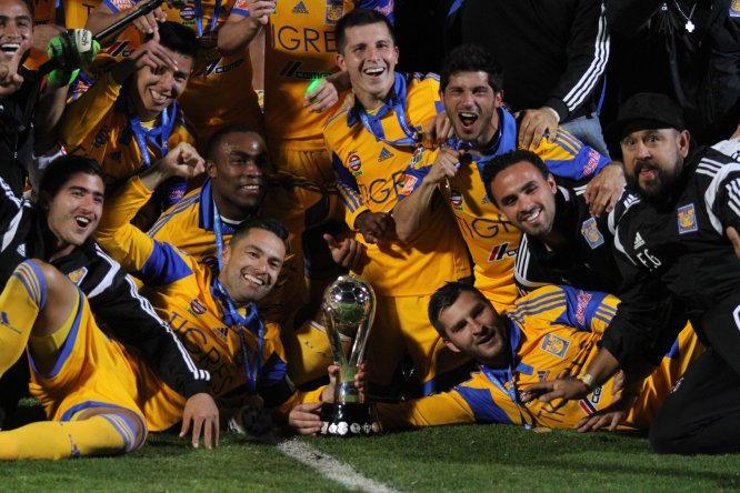 Los Tigres fueron campeones en el Apertura 2015 tras superar en penales a los Pumas luego de que el marcador global culminara empatado 4-4