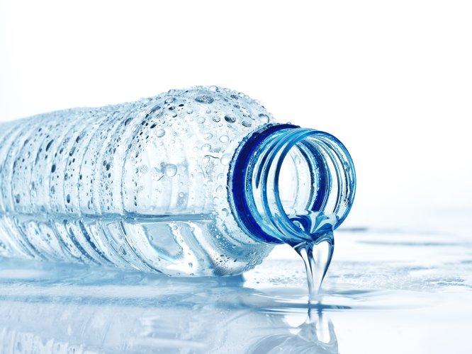 Tomar 2 litros de agua simple