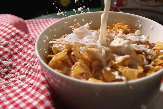 1 taza de leche light + 1 taza de cereal bajo en calorías