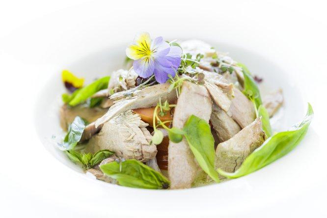 1 pechuga a la plancha acompañada de ensalada de verduras crudas o cocidas (MÍNIMO 5)