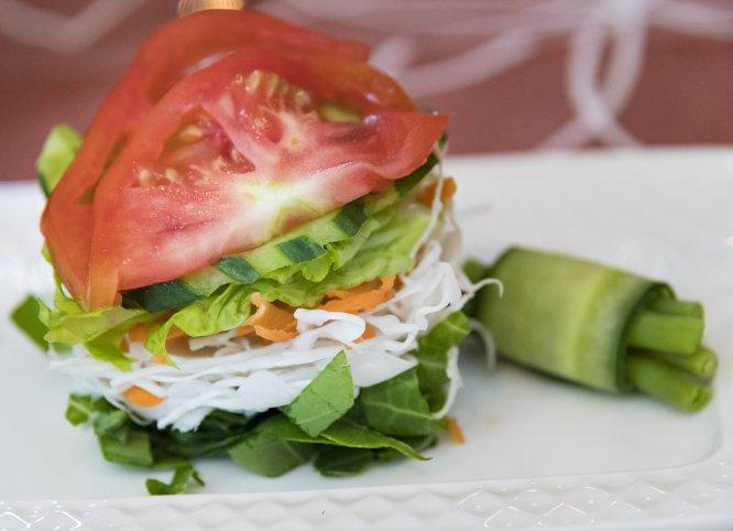 Si te da hambre entre comidas consume verduras (de preferencia verdes) o gelatina light