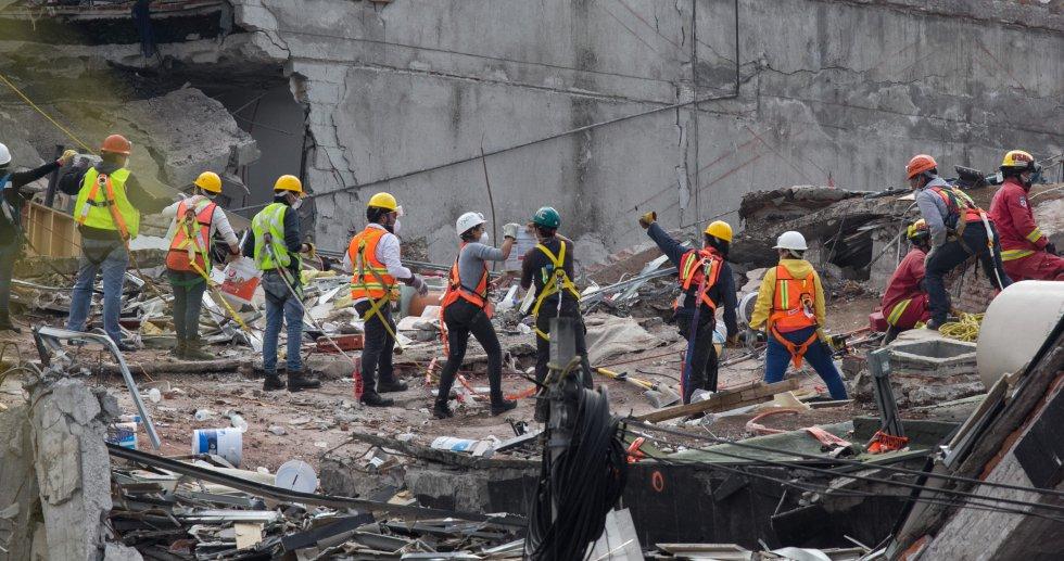 Labores de rescate en Álvaro Obregón