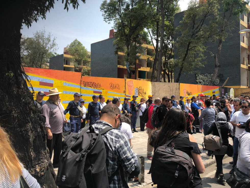 Guardan minuto de silencio en multifamiliar de Tlalpan