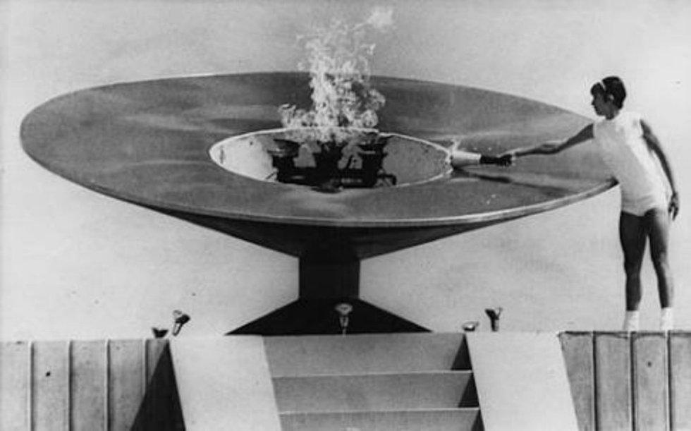 Enriqueta Basilio Sotelo fue la primera mujer en la historia en llevar la Antorcha Olímpica y encender el pebetero en la inauguración de los Juegos Olímpicos de 1968.