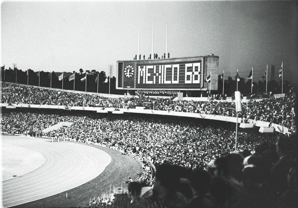 Estadio Olímpico Universitario en el arranque de los Olimpiadas en 1968.