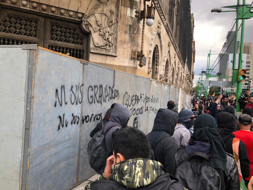 Marchan en la #CDMX por el 50 aniversario de la matanza del '68