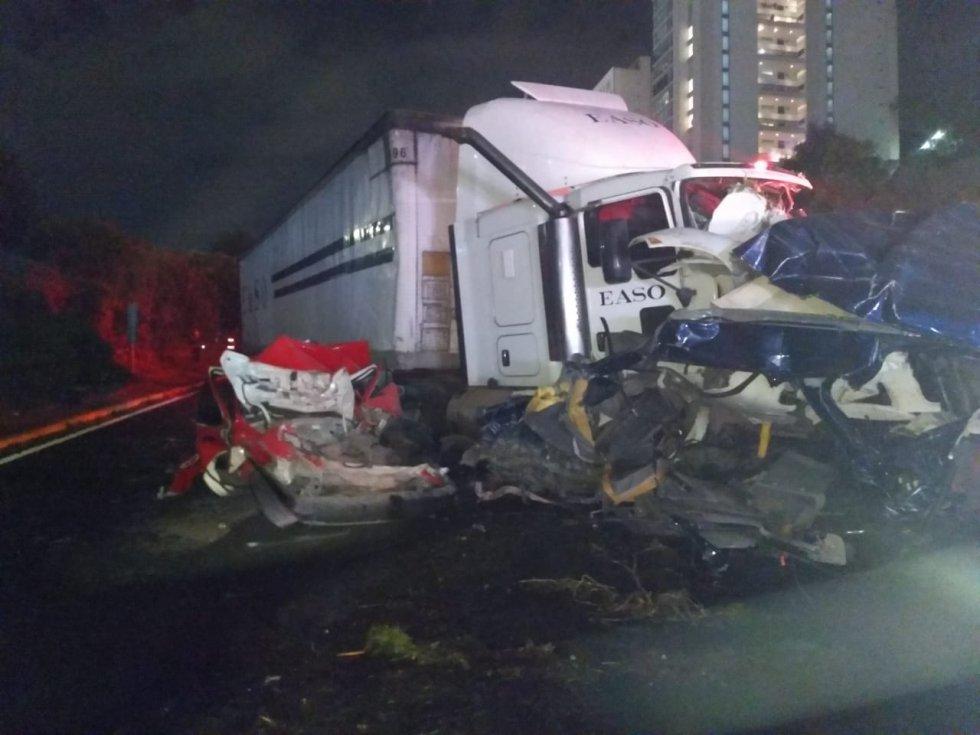 Tráiler se impacta contra varios vehículos en la México- Toluca