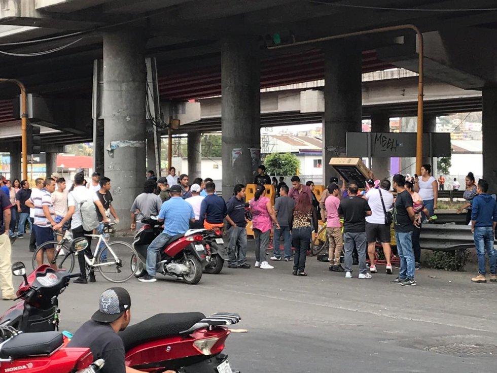 Encapuchados realizan a saqueos en supermercado ubicado en la México-Pachuca