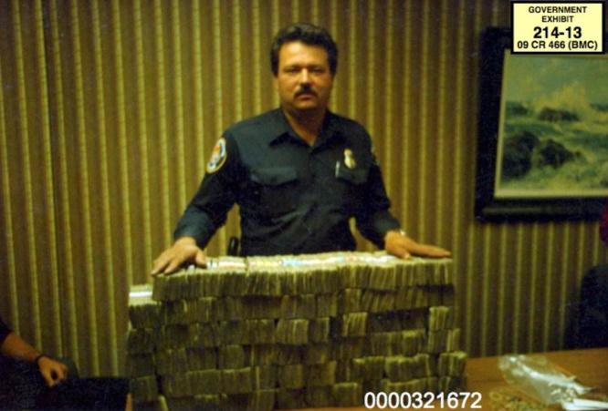 Dinero incautado al hermano de El Chapo