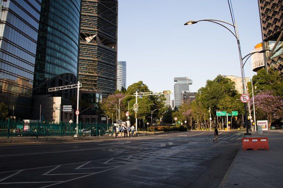 Emergencia por coronavirus en México. Las calles que se caracterizan por su gran afluencia de personas, se ven casi vacías en el área central de la Ciudad de México.