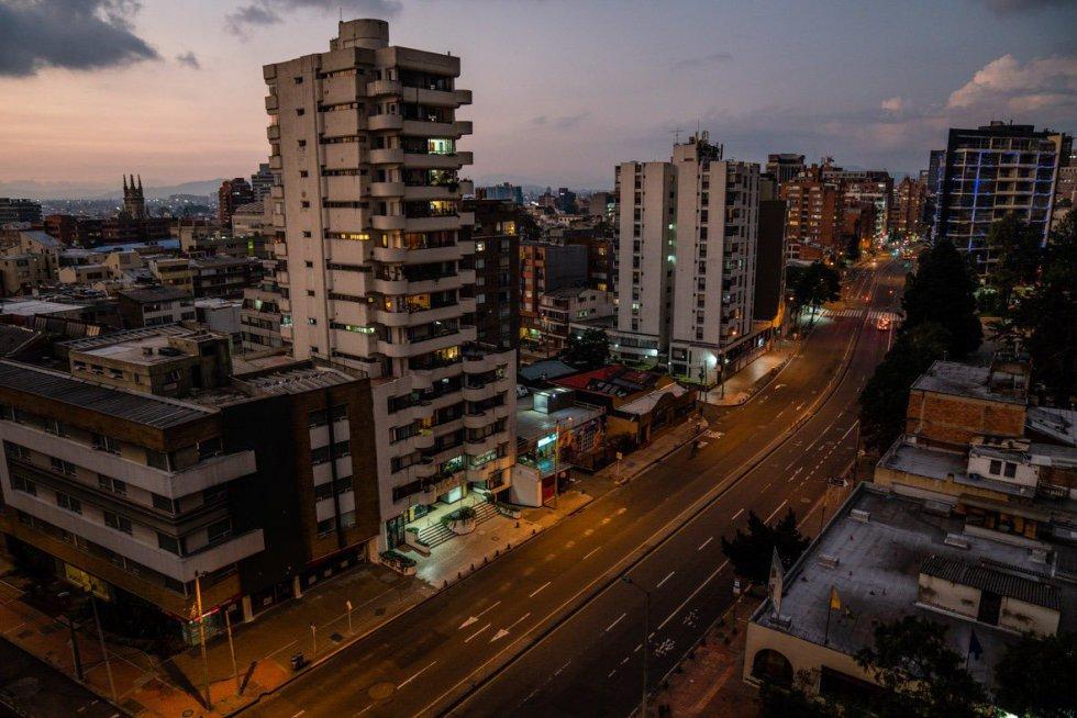 Imágenes de Bogotá de aislamiento obligatorio como medida de la prevención del brote del coronavirus.