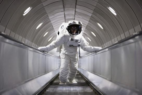 El objetivo es analizar los efectos físicos y psicológicos que pueda producir el encierro en los viajes largos de exploración en la Luna y en Marte