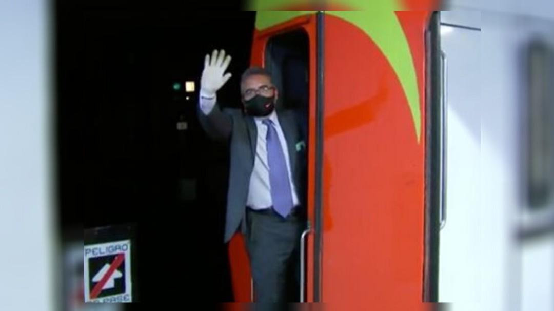 Conductor del Metro de la CDMX lleva felicidad a pasajeros