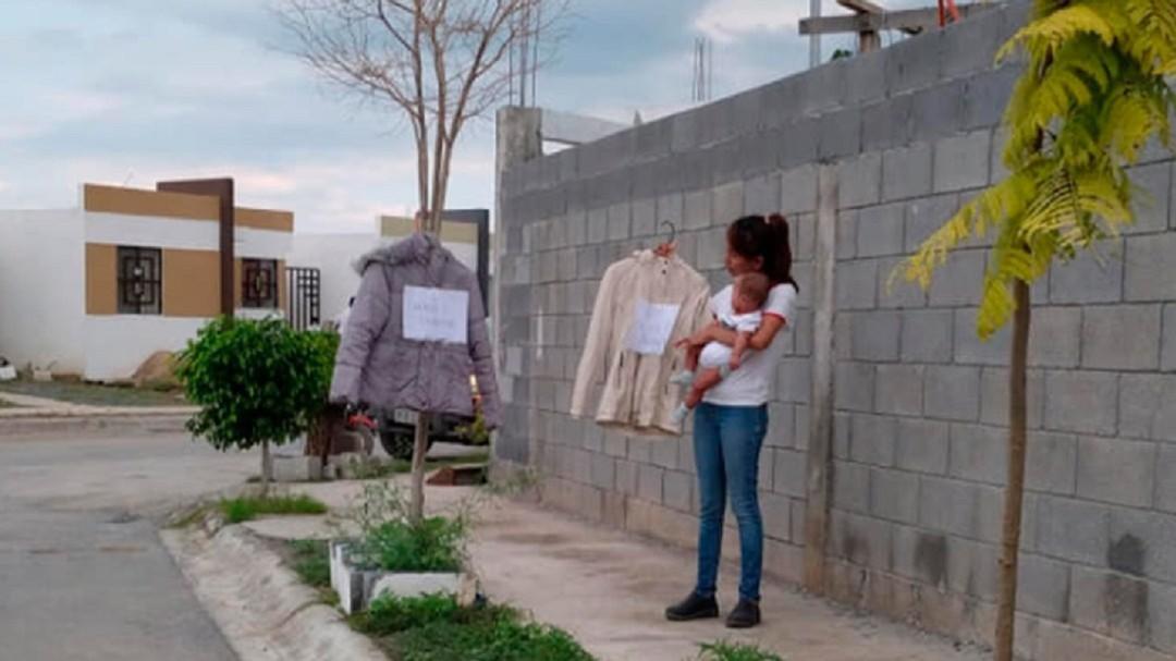 Mamá intercambia ropa por pañales para su bebé enfermo y recibe ayuda