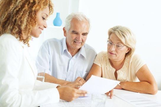 Lo primero que se debe hacer es acudir ante un notario o juez familiar y solicitar un juicio de sucesión intestamentaria