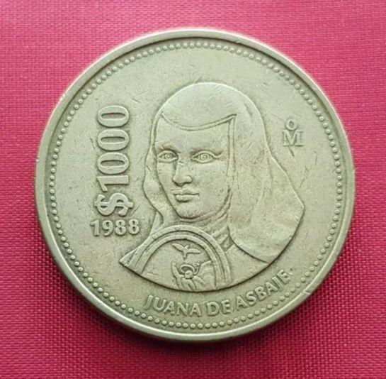 Sor Juana hizo su aparición en una moneda de bronce y aluminio con un valor de 1,000 pesos.