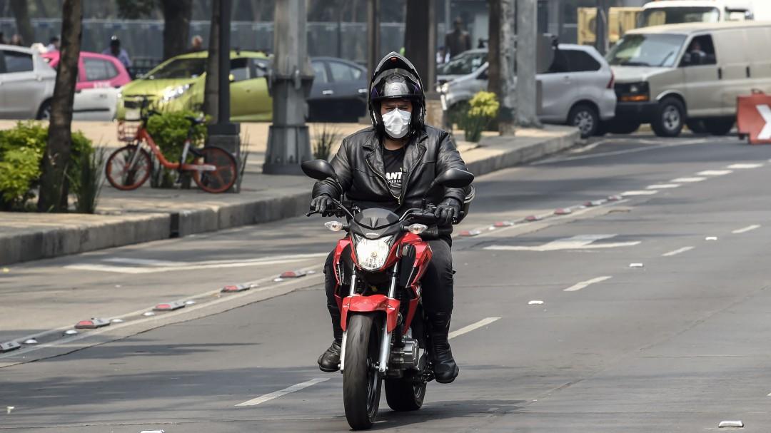 ¿Manejas una moto? Te decimos de cuánto es la multa por llevar niños