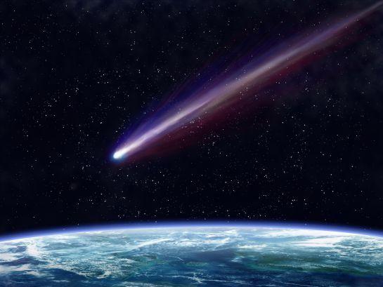 Los cometas son cuerpos celestes helados que liberan gas y polvo tras su paso por el espacio.