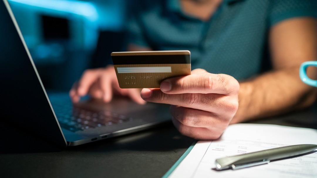 ¿Cómo recupero mi dinero si me equivoqué en una transferencia bancaria?