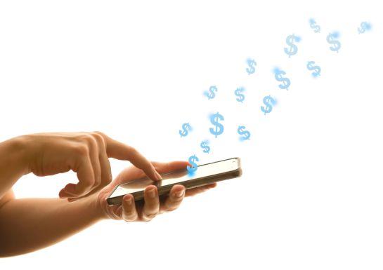 Si la transferencia fue al mismo banco, lo primero que deberás hacer es llamar a tu institución financiera para que comiencen con el proceso establecido.