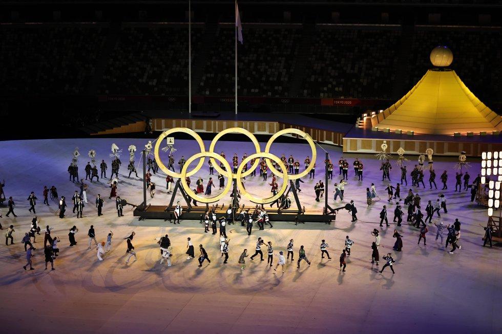 Los aros olímpicos hechos de la madera de los árboles que se sembraron en los Juegos de 1964.